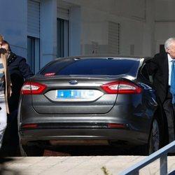 Carlos Zurita y María Zurita visitan a la Infanta Pilar en el hospital