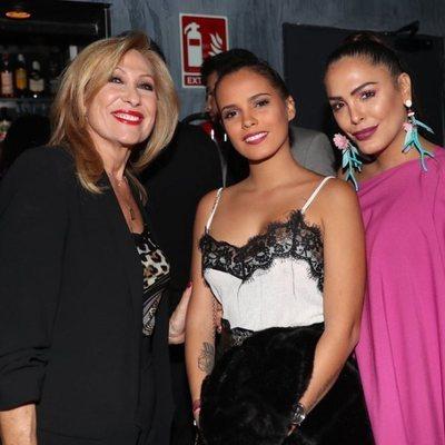 Rosa Benito, Gloria Camila y Amor Romeira en la presentación de 'Me voy acercando a ti'