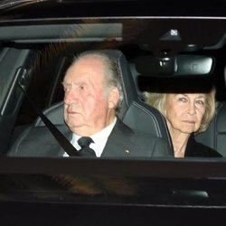 El Rey Juan Carlos y la Reina Sofía en la capilla ardiente de la Infanta Pilar