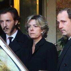 Bruno Gómez-Acebo, Simoneta Gómez-Acebo y su hijo en el funeral de la Infanta Pilar