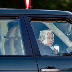 La Reina Isabel acudiendo a una cacería tras la renuncia de los Duques de Sussex