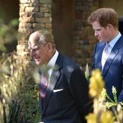 El Duque de Edimburgo y el Príncipe Harry en Chelsea Flower Show