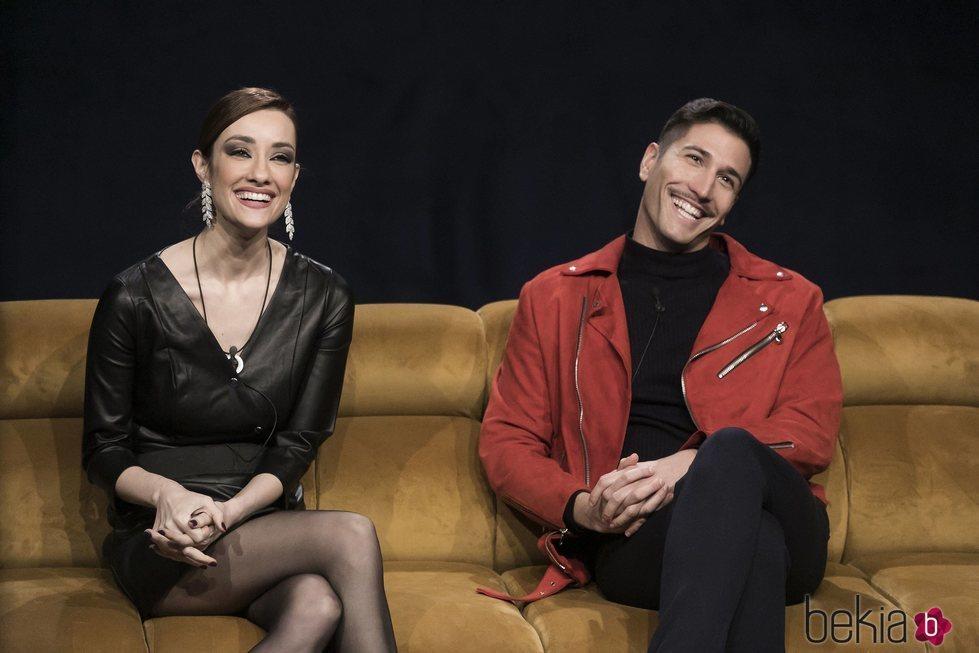 Adara Molinero y Gianmarco Onestini en la gala de estreno de 'El tiempo del descuento'