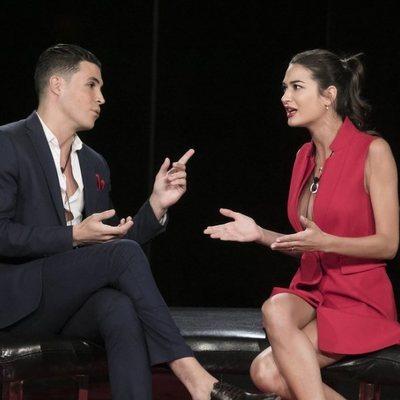 Kiko Jiménez y Estela Grande discutiendo a su llegada a la casa de 'El tiempo del descuento' en la gala de estreno