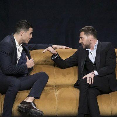 Kiko Jiménez y Antonio David Flores discutiendo a su llegada a la casa de 'El tiempo del descuento' en la gala de estreno