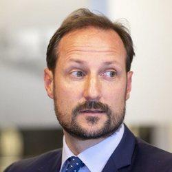 Haakon de Noruega en el Consejo Noruego para Refugiados