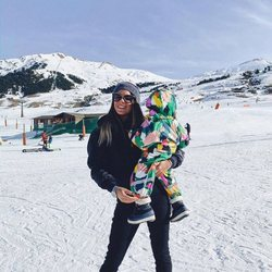 Laura Matamoros en Baqueira Beret con su hijo Matías