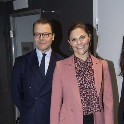 Victoria y Daniel de Suecia en una asociación LGTBIQ+ en Estocolmo