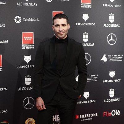 Miguel Ángel Silvestre en la alfombra roja de los Premios Feroz 2020