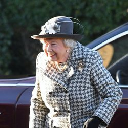 La Reina Isabel II en el servicio religioso en Sandringham