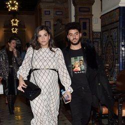 Alma Cortés con su novio en el desfile 'We Love Flamenco'