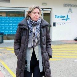 Simoneta Gómez-Acebo a la salida del hospital en el que fue ingresada