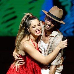 Lola Índigo y Don Patricio actuando en los Premios Odeón 2020