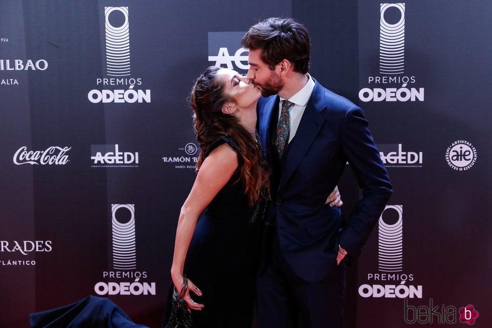 Sofía Ellar y Álvaro Soler en los Premios Odeón 2020