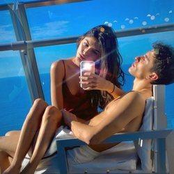 Lucía Rivera y Marc Márquez, disfrutando juntos del mar