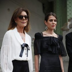 Carolina de Mónaco y Carlota Casiraghi en el homenaje 'Karl for Ever' en París