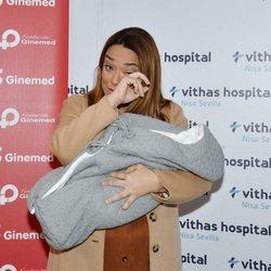 Toñi Moreno presenta muy emocionada a su hija Lola