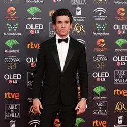 Jaime Lorente en la alfombra roja de los Goya 2020