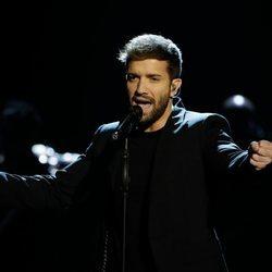 Pablo Alborán cantando en la gala de los Goya 2020
