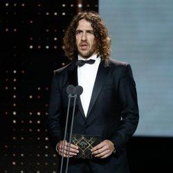 Carles Puyol presentando un premio en la gala de los Goya 2020