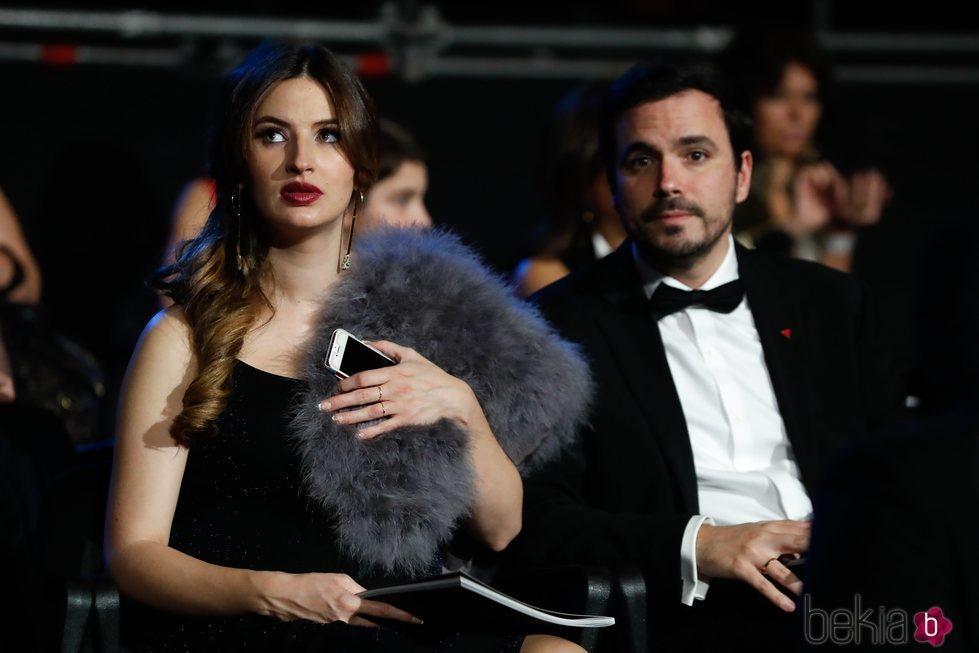 Alberto Garzón y Anna Ruiz viendo la gala de los Goya 2020