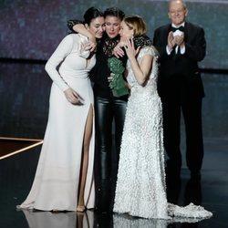 Las tres hijas de Marisol se emocionan en los Goya 2020 al recoger el Goya de Honor