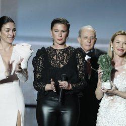 María Esteve, Celia Flores y Tamara Esteve al recoger el Goya de Honor de su madre Marisol en los Goya 2020