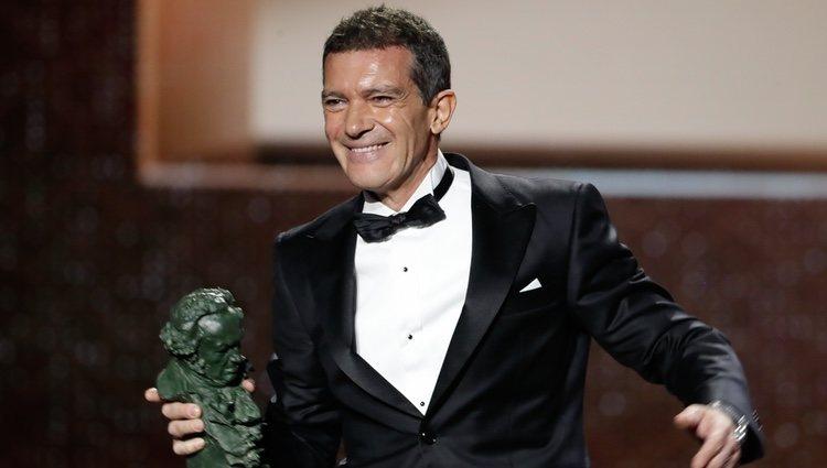 Antonio Banderas con su Goya 2020