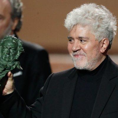 Pedro Almodóvar con su Goya 2020 a Mejor Dirección