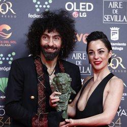 Ara Malikian y Natalia Moreno con su Goya 2020