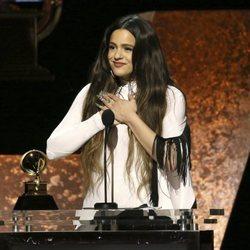 Rosalía agradeciendo su galardón en los Premios Grammy 2020