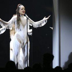 Rosalía durante su actuación en los Premios Grammy 2020