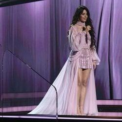 Camila Cabello actuando en los Premios Grammy 2020