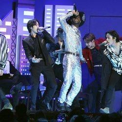 BTS actuando junto a Lil Nas X en los Premios Grammy 2020