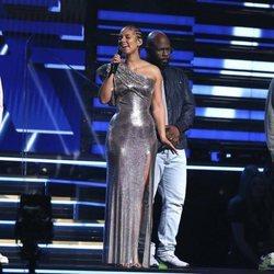 Nathan Morris, Wanya Morris y Shawn Stockman de Boyz II Men cantan con Alicia Keys en el homenaje a Kobe Bryant en los Grammy 2020
