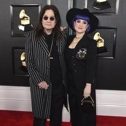 Ozzy Osbourne y Kelly Osbourne en la alfombra roja de los Premios Grammy 2020