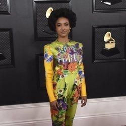 Esperanza Spalding en la alfombra roja de los Premios Grammy 2020