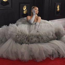 Ariana Grande, espectacular en la alfombra roja de los Premios Grammy 2020
