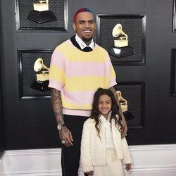 Chris Brown con su hija Royalty en la alfombra roja de los Premios Grammy 2020