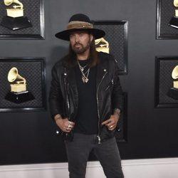 Billy Ray Cyrus en la alfombra roja de los Premios Grammy 2020