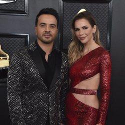 Luis Fonsi y Águeda López en la alfombra roja de los Premios Grammy 2020