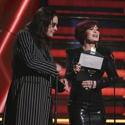 Ozzy Osbourne y Sharon Osbourne en la gala de los Premios Grammy 2020