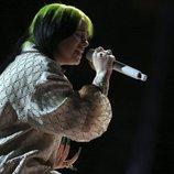 Billie Eilish actuando en los Premios Grammy 2020