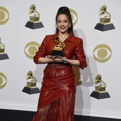 Rosalía con su Premio Grammy 2020 por 'El Mal Querer'