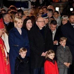Alberto y Charlene de Mónaco con sus hijos Jacques y Gabriella en Santa Devota 2020