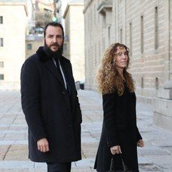 Borja Thyssen y Blanca Cuesta en el funeral de la Infanta Pilar en El Escorial