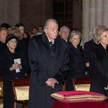 La Infanta Cristina, el Rey Juan Carlos y la Reina Sofía en el funeral de la Infanta Pilar en el Escorial