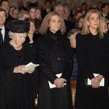Beatriz de Holanda, la Infanta Elena y la Infanta Cristina en el funeral de la Infanta Pilar en El Escorial