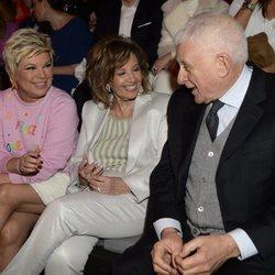 Terelu Campos, María Teresa Campos y Paolo Vasile en el desfile 2020-2021 de Ágatha Ruiz de la Prada de Madrid Fashion Week