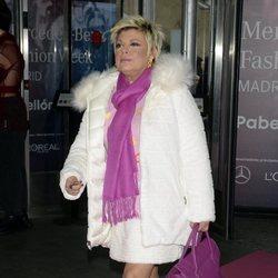Terelu Campos llegando al desfile de otoño/inviero 2020-2021 de Ágatha Ruiz de la Prada de Madrid Fashion Week